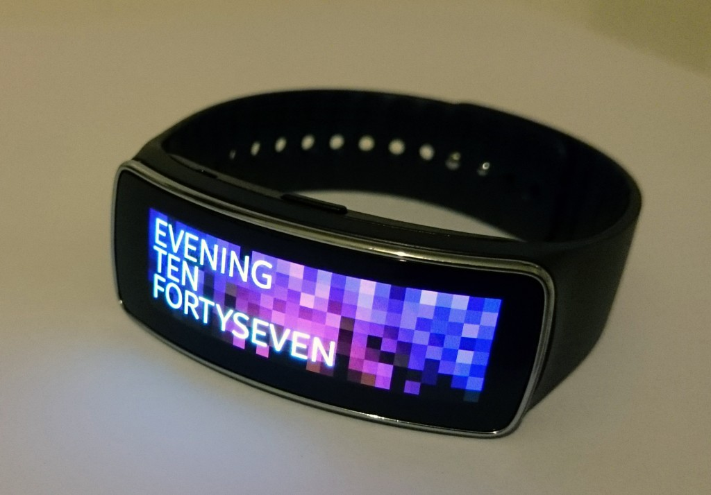 galaxy_gear_fit_in2mobile_amoled_screen