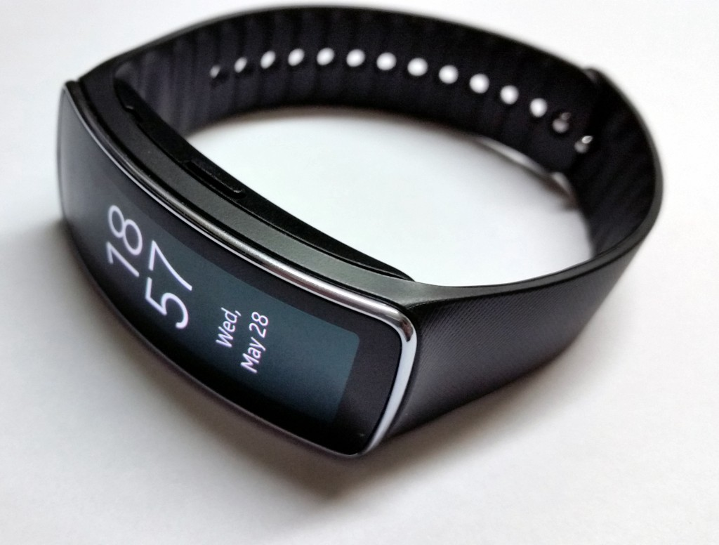 galaxy_gear_fit_in2mobile_curved_screen