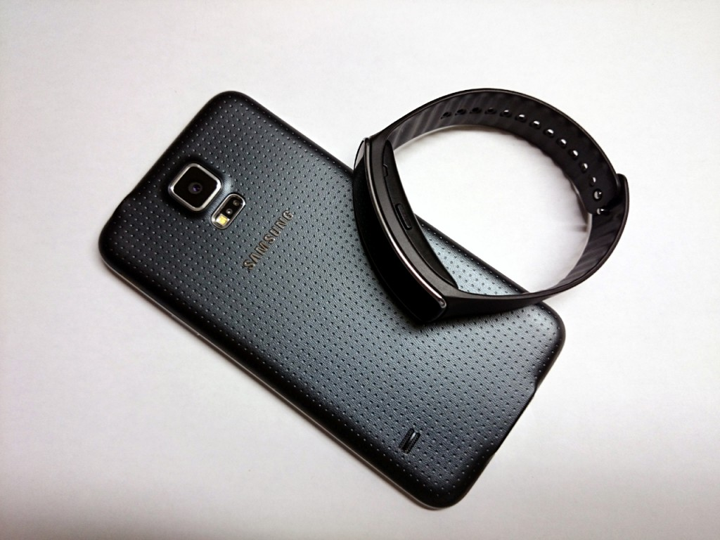 galaxy_gear_fit_in2mobile_s5_back